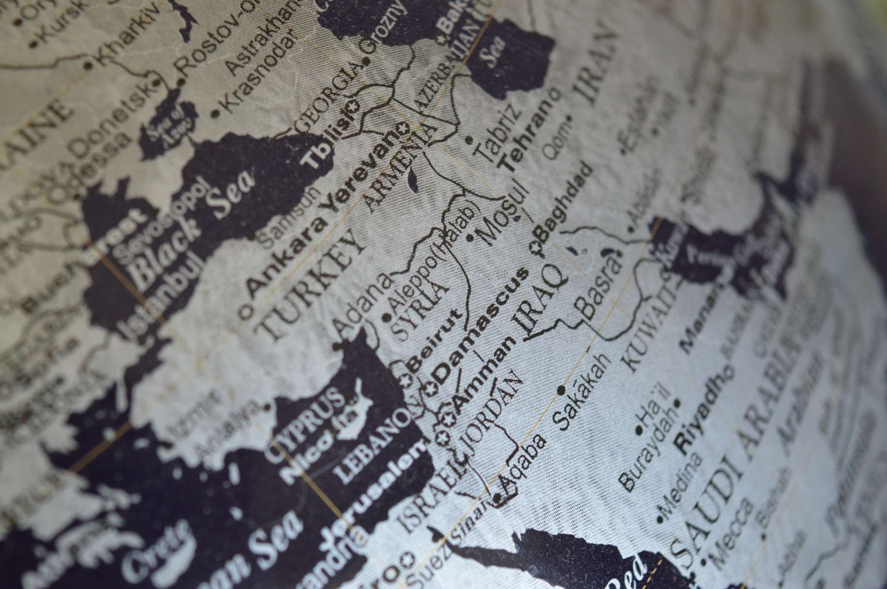 Frappes en Syrie : il est urgent d'ouvrir un réel dialogue politique