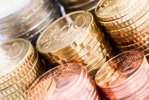 La Commission européenne confirme l'amélioration des déficits et la bonne tenue de la croissance