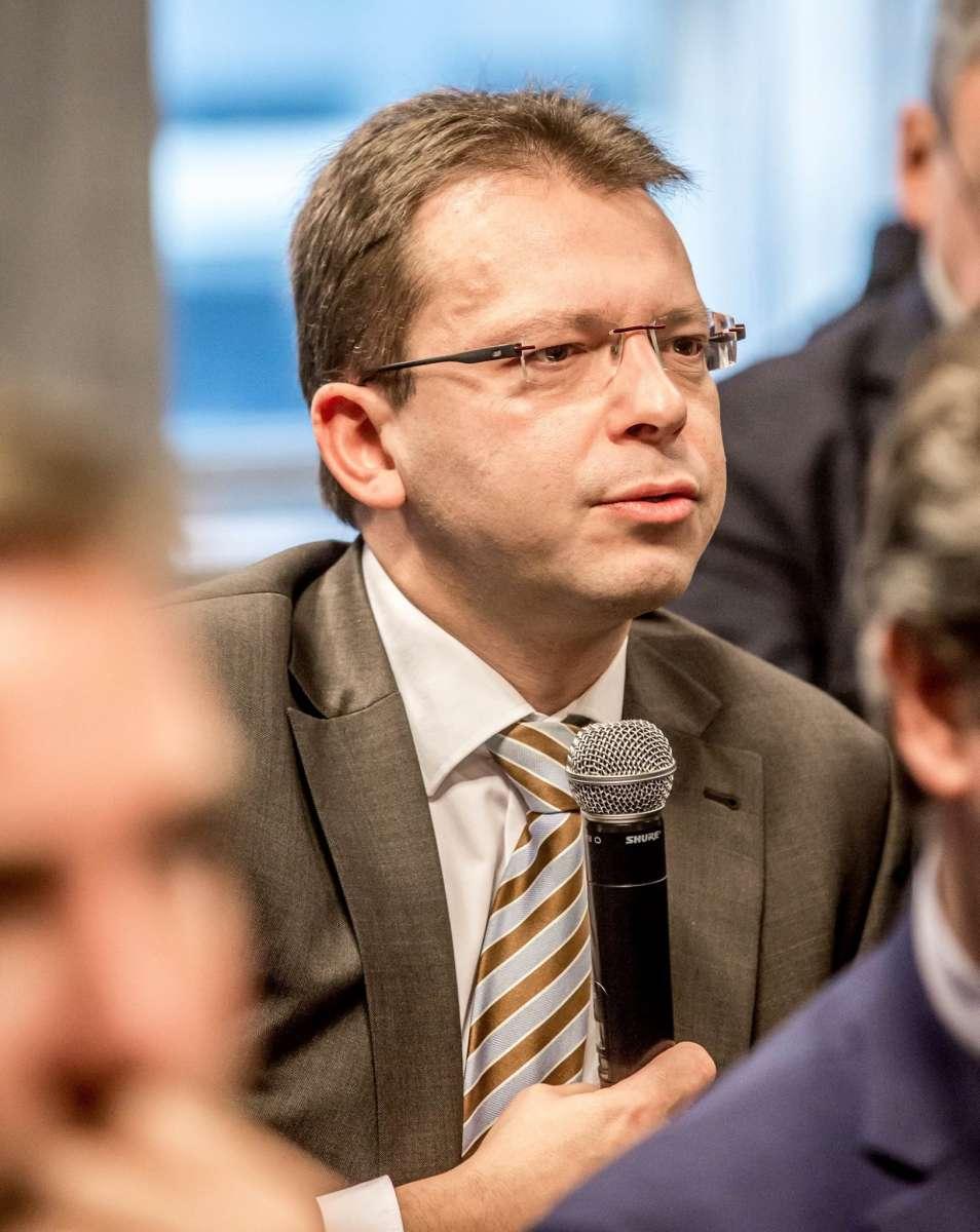"""Écriture inclusive :  """"Le député MR Fabian CULOT demande la tenue d'un colloque inter-universitaire"""""""