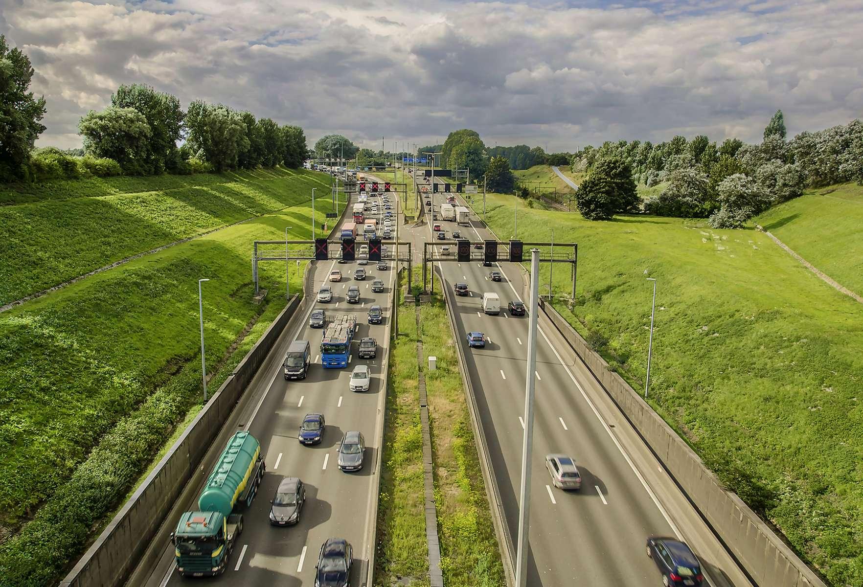 Bande de co-voiturage sur la E411 : Le Ministre Bellot salue une première en Belgique.