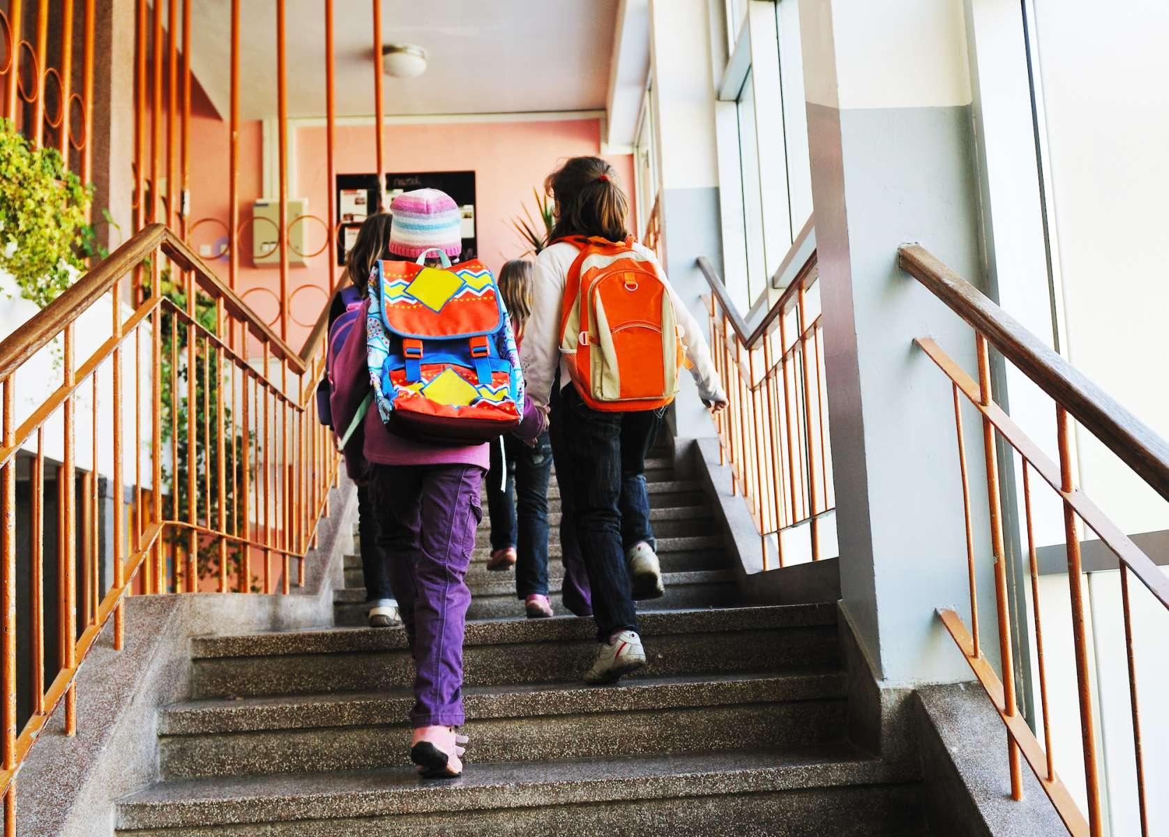 Enseignement : rendre l'école obligatoire dès 5 ans