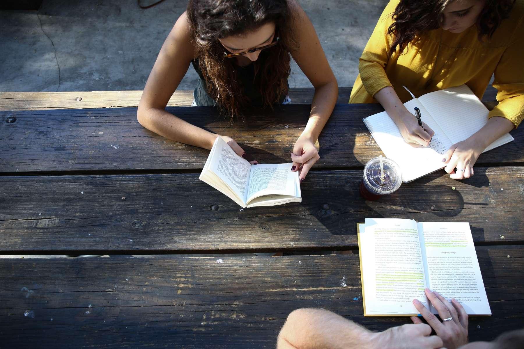 Enseignement: une ligne téléphonique pour aider les élèves à faire leurs devoirs