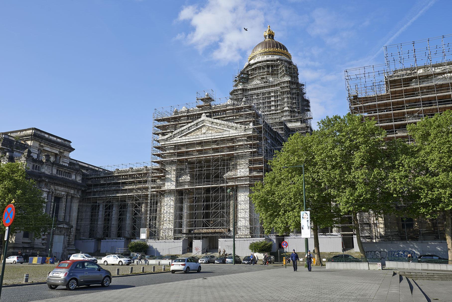 Restauration du Palais de Justice de Bruxelles : installation du chantier