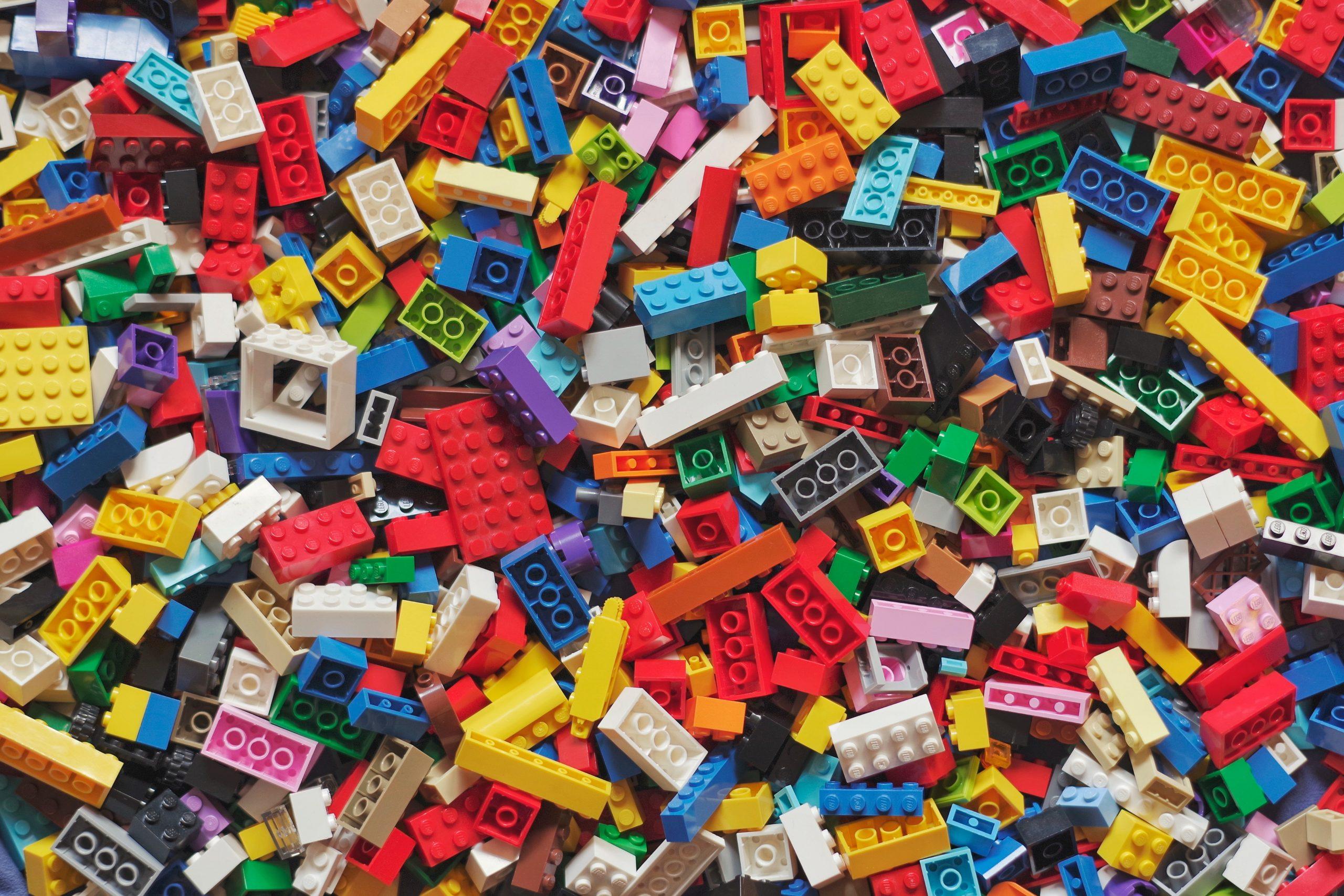 L'ouverture d'un Legoland Discovery Center à Bruxelles en 2022 ne remet pas en cause l'étude du projet d'implantation d'un parc Legoland sur l'ancien site de Caterpillar